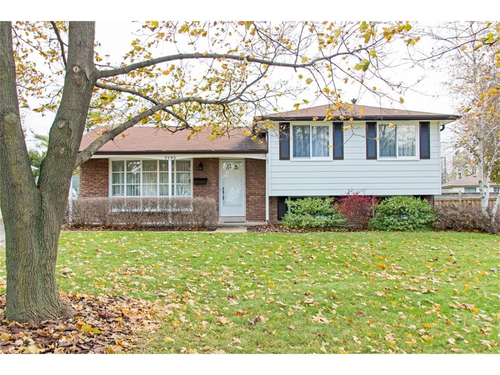 Photo of: MLS# H4007307 5195 IDLEWOOD Crescent, Burlington |ListingID=2041