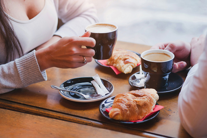 Coffee-Croissants-Cafe