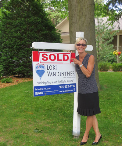 Photo of Lori VanDinther's Sold Sign on Lawn