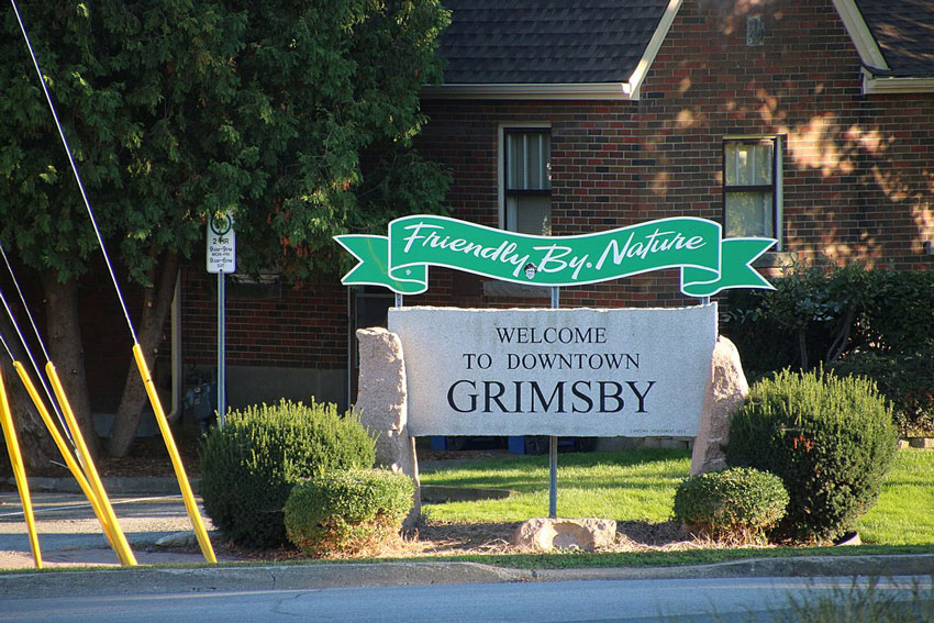 Welcome to Grimsby, Ontario sign